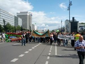 Foto von der Hanfparade 2012, Fronttransparent und Demo